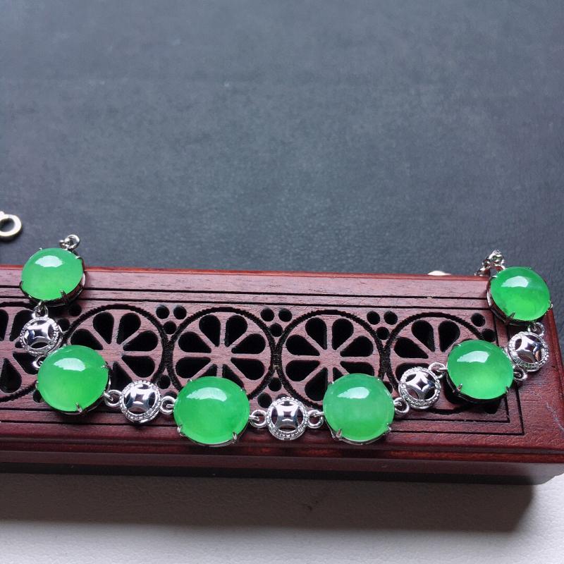 缅甸翡翠18K金镶嵌满绿蛋面吊坠,玉质细腻,雕工精美,佩戴送礼佳品,裸石尺寸:7.3*7.0*3.2