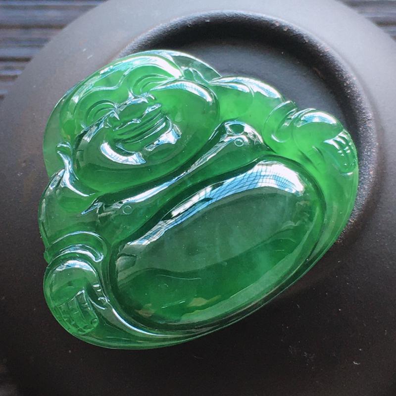 自然光实拍,缅甸a货翡翠,冰种满色玉佛,种好通透,水润玉质细腻,雕刻精细,饱满品相佳,有孔可直接佩戴