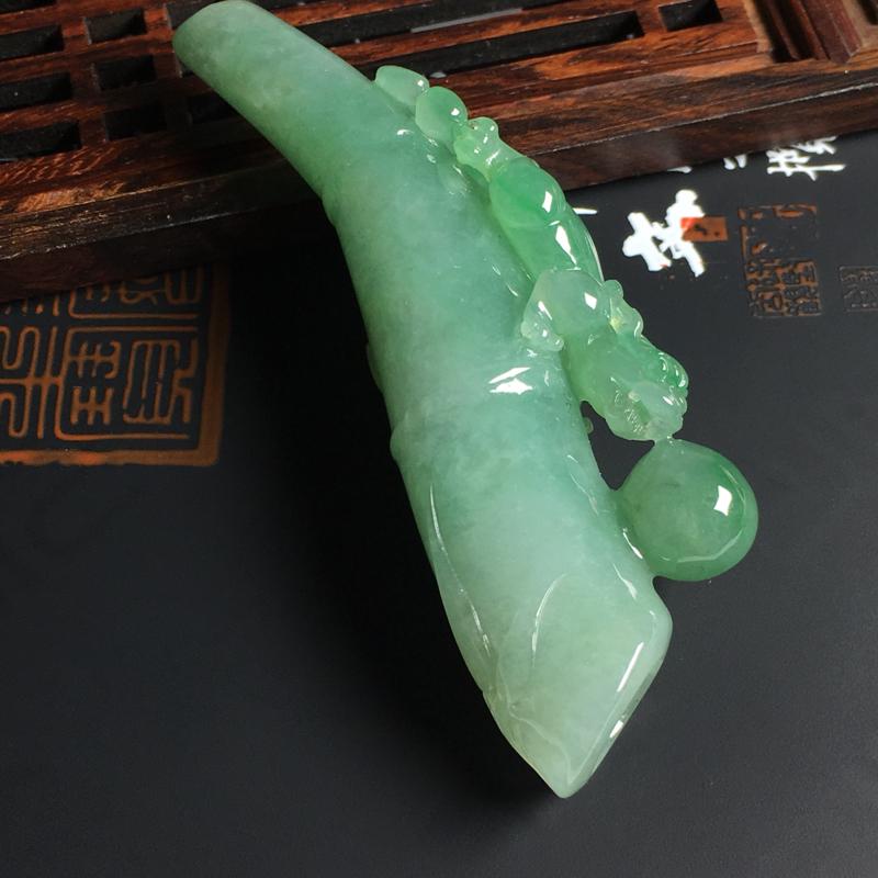 细糯种带色飞兽烟嘴 尺寸75-25-12毫米 色泽艳丽 玉质水润 雕工精美 款式新颖