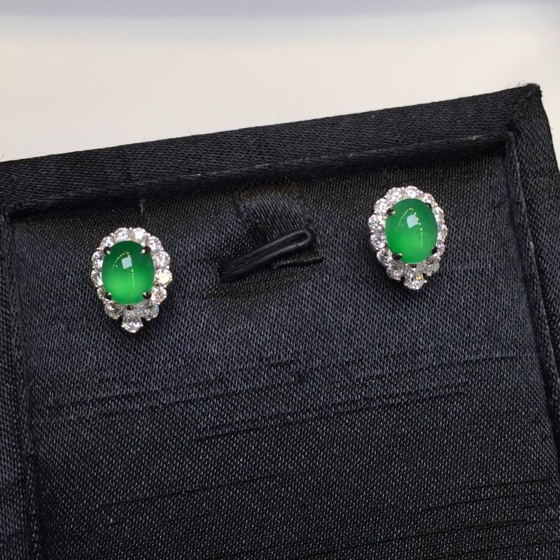 一对阳绿耳钉,完美,底庄细腻,18K金南非真钻镶嵌,性价比高,推荐,尺寸12.2*9.2*8.6/7