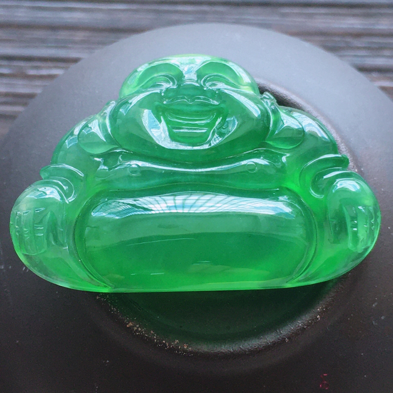 自然光实拍,缅甸a货翡翠,冰种满绿玉佛,种好通透,水润玉质细腻,雕刻精细,饱满品相佳,无孔需镶嵌,
