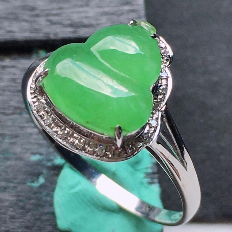 缅甸翡翠17圈口18k金伴钻镶嵌满绿葫芦戒指,自然光实拍,玉质莹润,佩戴佳品,内径:17.4 mm(