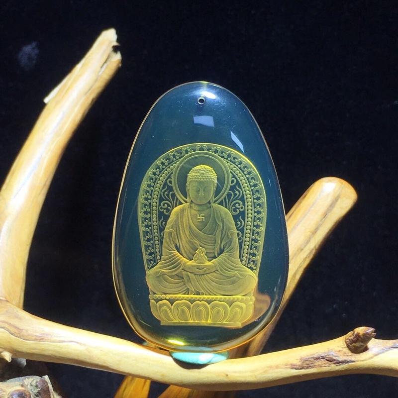 「大日如来」,墨西哥蓝珀阴雕挂件、大日如来神通广大,地位崇高,是属猴人的本命佛,佛光普照,仁慈善良,