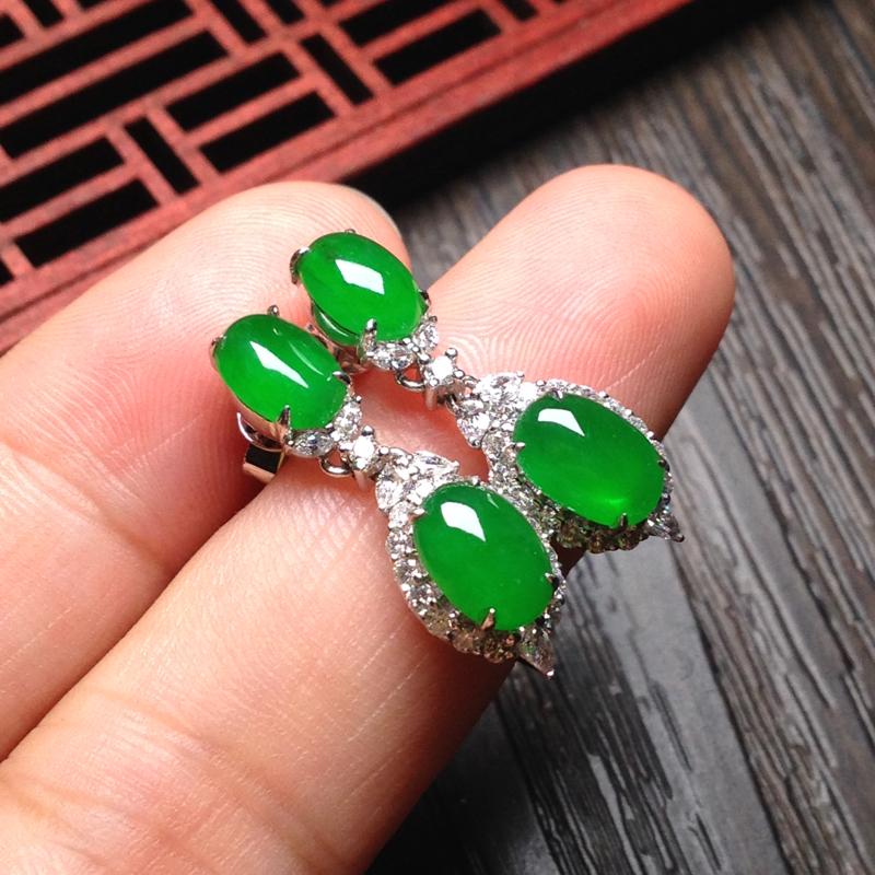 老坑冰满绿耳坠,裸石上7.5*5.5*4 下8*5.5*4 整体长度25mm,18k金钻石镶嵌,料子