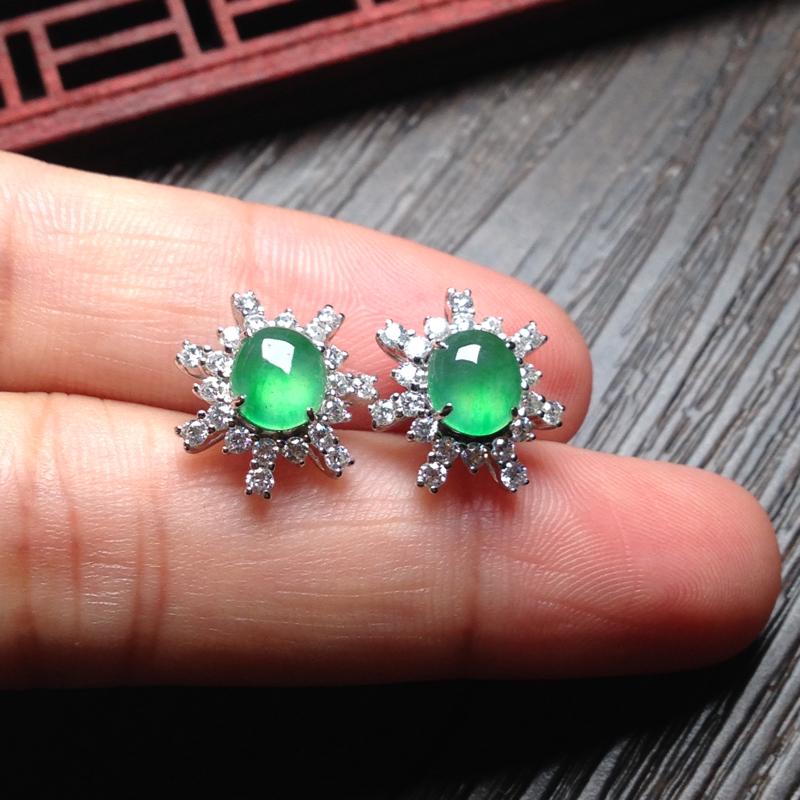 老坑冰阳绿耳钉,裸石7*6*3 整体14*13*7 18k金钻石镶嵌,料子细腻,老种通透,明亮光泽,