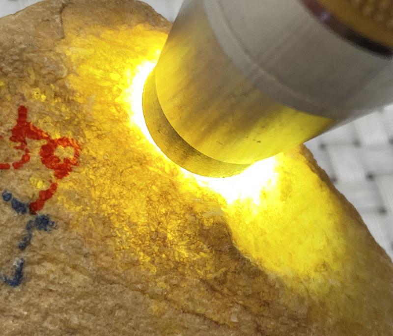 #矿区新货来袭#  【名称】239克黄皮莫西沙全赌料       【重量】239克       【