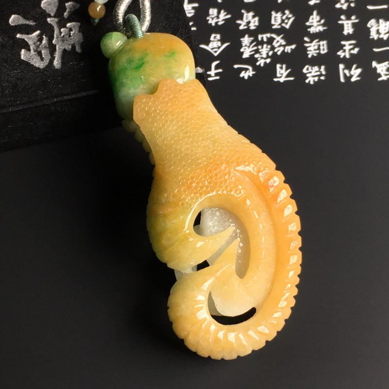 细豆种黄加绿【抓财手】吊坠 质地细腻 雕工精湛 色彩艳丽