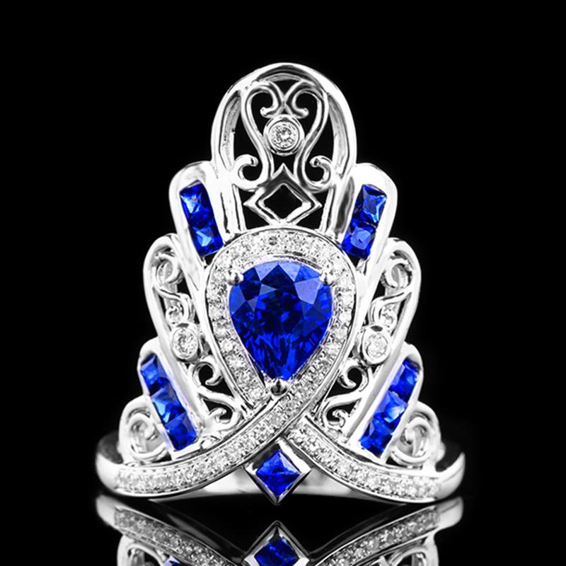 皇家蓝蓝宝石戒指,材质:18k金,配石:钻石,宝石参数:1.67ct,配石:52颗,总重4.34克,