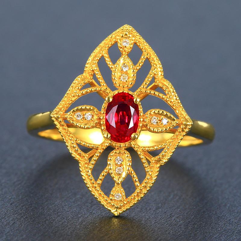 红宝石戒指,材质:18k金,配石:钻石,宝石参数:0.45ct,配石:10颗,总重2.54克,圈口: