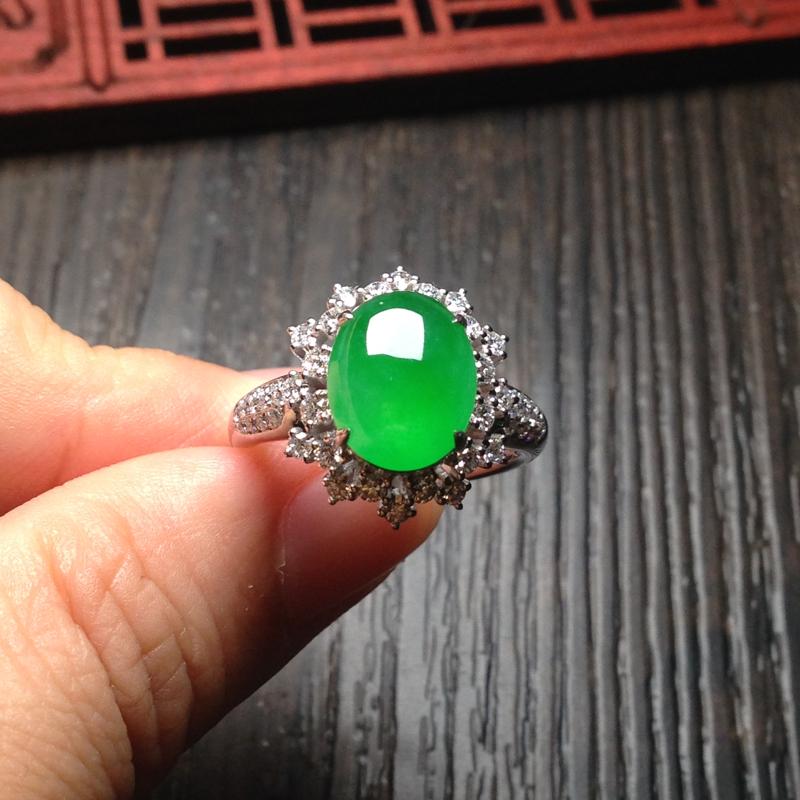 老坑冰阳绿戒指,裸石11*9*5 戒圈14 18k金钻镶嵌,老坑种水,纯净细腻,通透无比,清润水足,