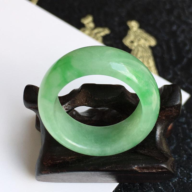 缅甸翡翠A货老坑飘绿指环,内径18.2-8.7-3.8mm