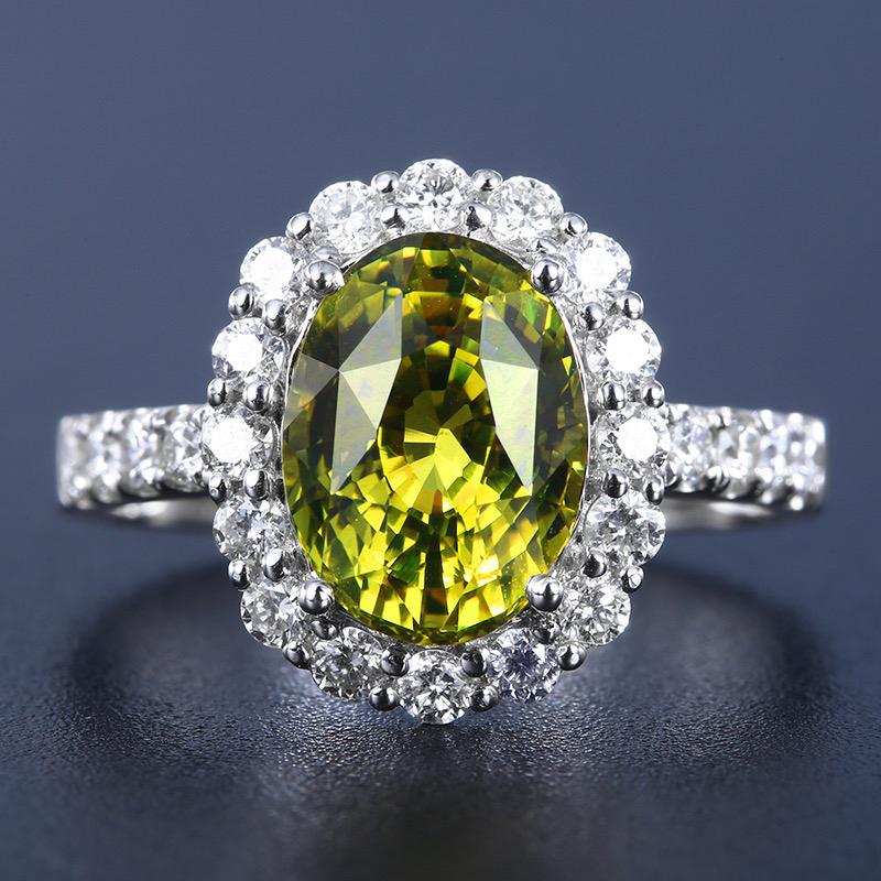 金绿宝石戒指,材质:18k金,配石:钻石,宝石参数:3.70ct,配石:24颗,总重3.91克,圈口