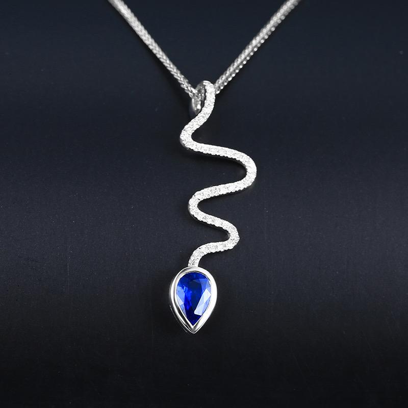蓝宝石吊坠,材质:18k金,配石:钻石,宝石参数:0.56ct,配石:40颗,总重0.89克,不含链