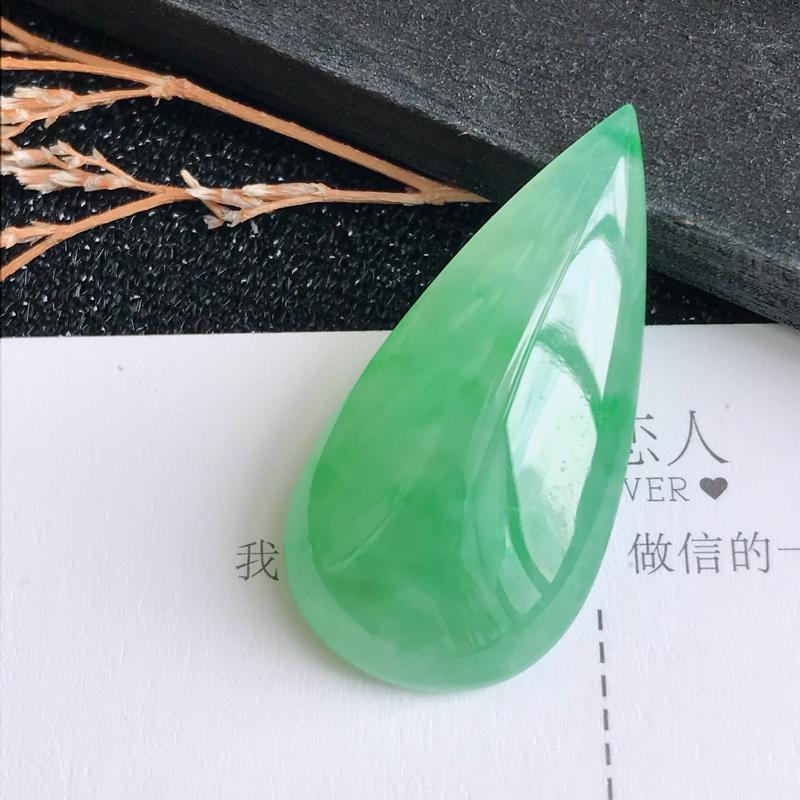 编号605翡翠A货飘绿水滴戒面可镶嵌,尺寸29.6*14.8*7.7mm