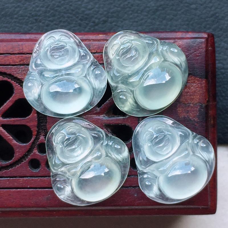 缅甸翡翠保平安佛公镶嵌件一手,自然光实拍,玉质莹润,佩戴佳品,尺寸:11.2*10.6*4.1