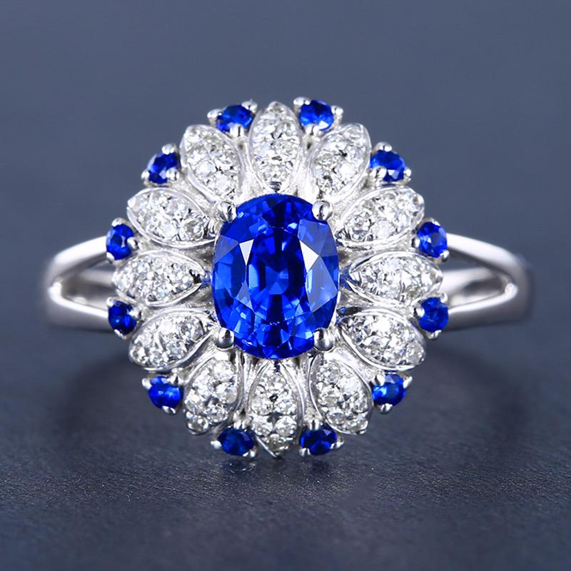 &皇家蓝蓝宝石戒指,材质:18k金,配石:钻石,宝石参数:1.34ct,配石:72颗,总重3.93克