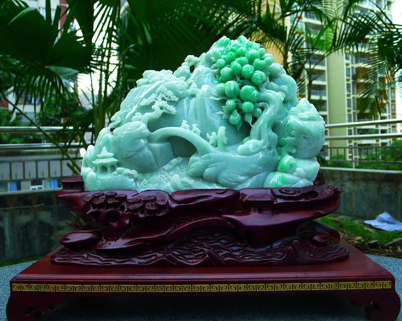 缅甸天然翡翠A货 高山流水 山水摆件 雕刻精美线条流畅种水好 层次分明 工艺精湛 搭配精美高档檀木底