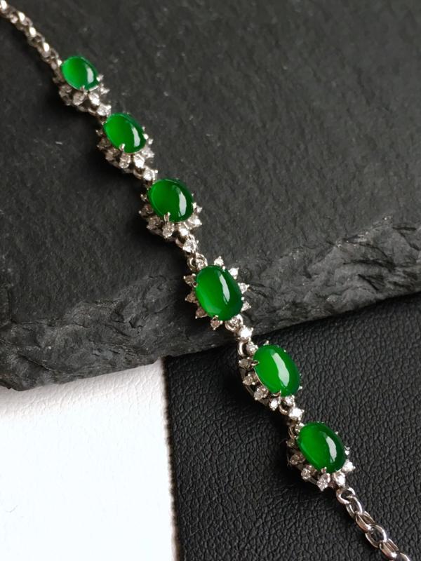 18k金镶钻,满绿蛋面手链,佩戴效果更佳,整体尺寸6.2*58.5*5.4