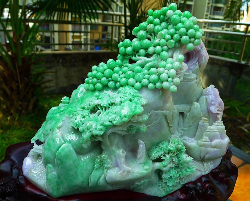 缅甸天然翡翠A货 飘绿鲜艳,高山流水 山水摆件 雕刻精美线条流畅种水好 层次分明 工艺精湛 搭配精美