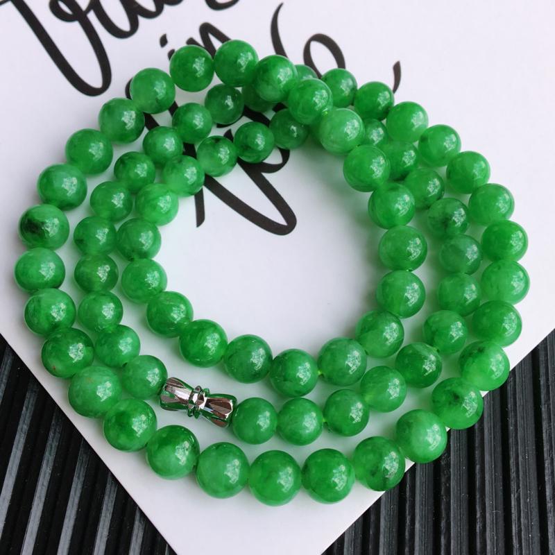 天然翡翠A货糯化种满绿项链,尺寸:7.4mm,玉质细腻,颜色鲜艳,上身效果好