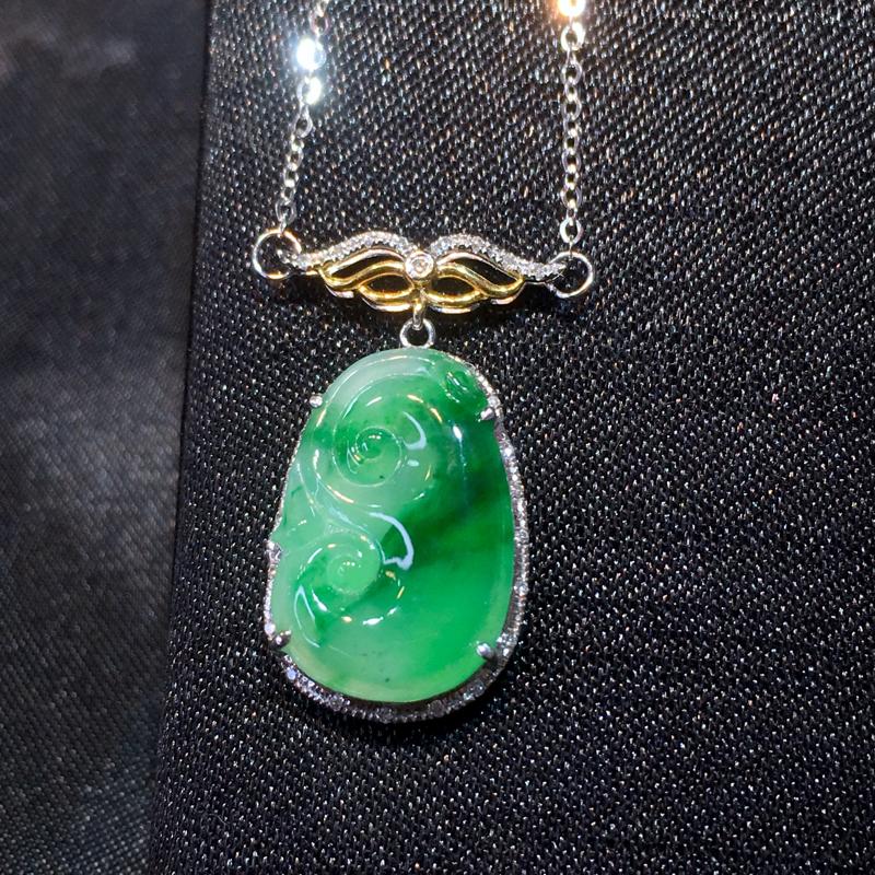 翡翠a货,飘绿如意锁骨链,18k金镶嵌,颜色靓丽,种水好,佩戴精致