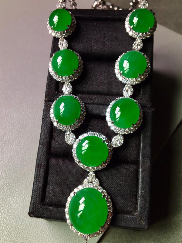 满绿项链,色辣水润,饱满无裂,奢华镶嵌,上身高贵,裸石尺寸17.5/15.7/8--12.3/11.