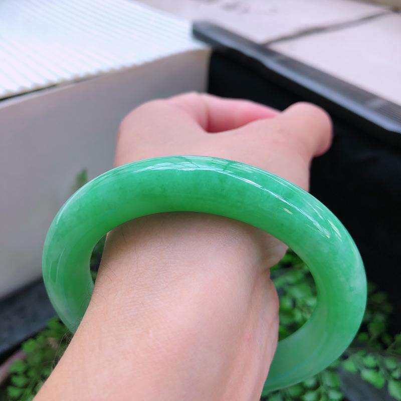 09/16  满绿圆条翡翠手镯,内径:57.5*11.9*11.4mm 重量80.15g  ①④