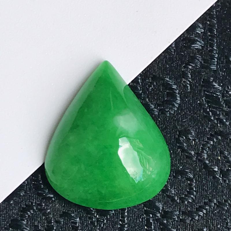 缅甸翡翠老坑A货阳绿水滴戒面可镶嵌,尺寸16.5-13.5-5.2mm