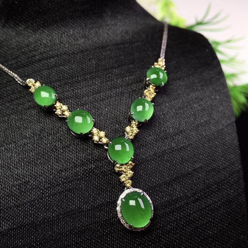 阳绿项链,种色俱佳,精巧别致,冰润清爽,裸石:7.3*6*2.5