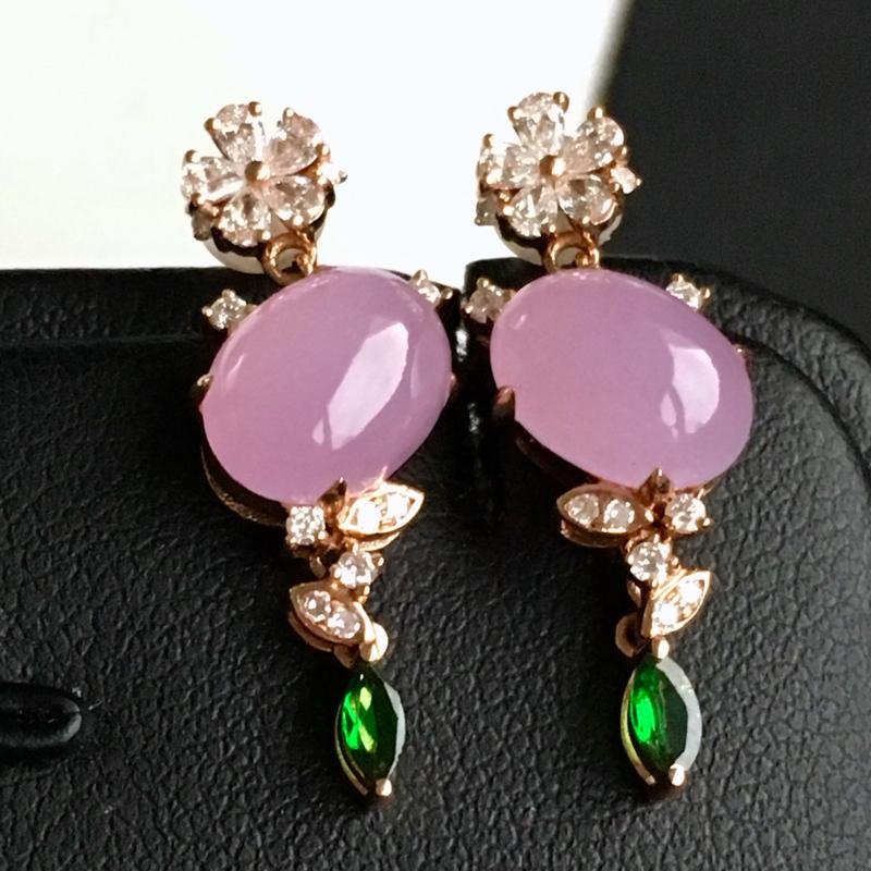 18k金镶钻,紫罗兰蛋面耳钉,佩戴效果更佳,整体尺寸8.6*22.9*6.6