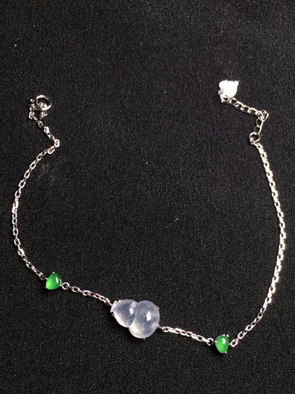 高冰葫芦手链,18k金钻石镶嵌,种水超好,玉质细腻。**