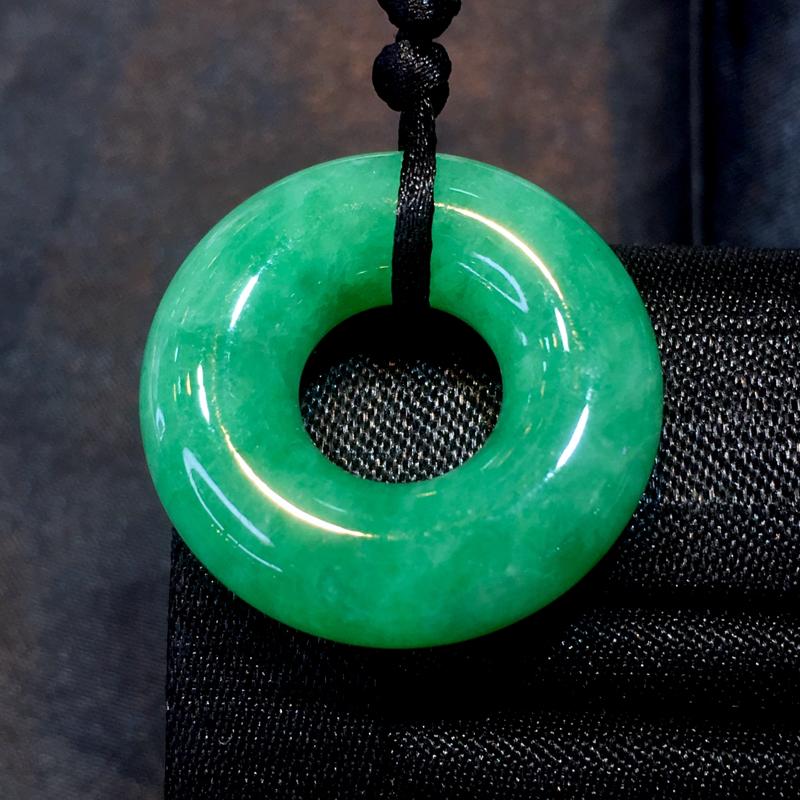 翡翠a货,满绿甜甜圈,颜色靓丽,种水好,佩戴精美,性价比高