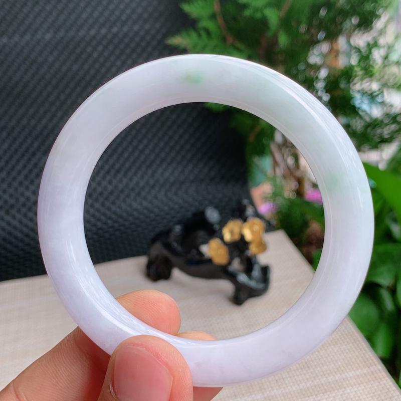 淡紫圆条、尺寸:56.8/10.8mm,重量:63.22g、A货翡翠浅紫带绿圆条手镯、编号0918