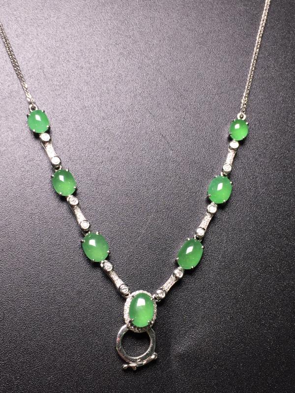 满绿蛋面项链,18K金镶嵌,无纹无裂,玉质细腻,性价比超高