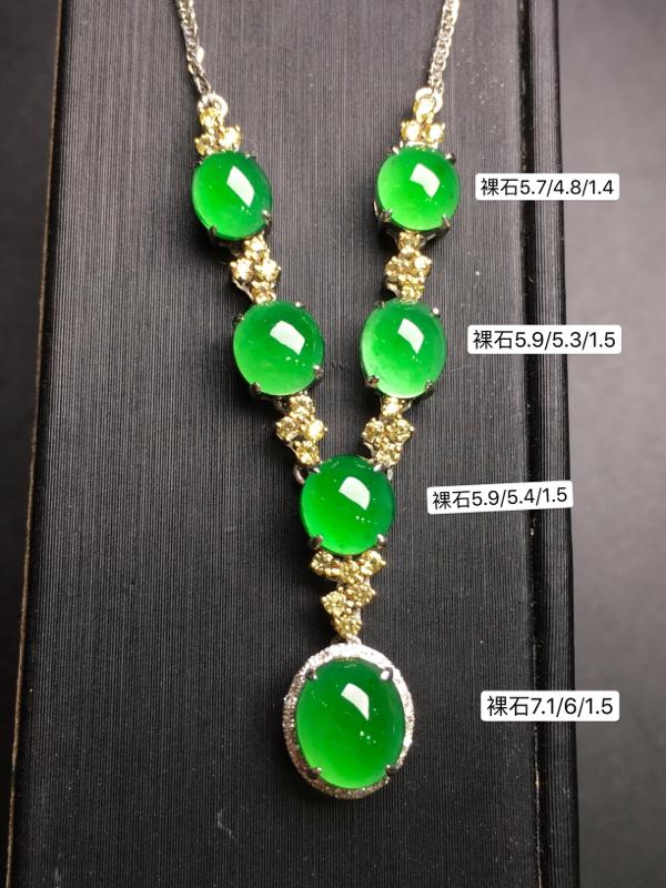 满绿蛋面项链,18k金豪华镶钻,无纹无裂,种好色好,质量杠杠的,性价比超高