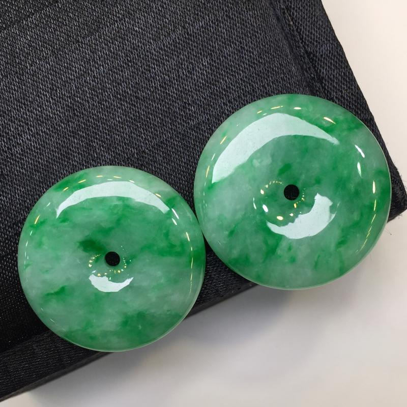 一对浅绿平安扣,平安吉祥,底庄细腻,性价比高,推荐,尺寸26.7*5.3/28*5.3mm,重量17