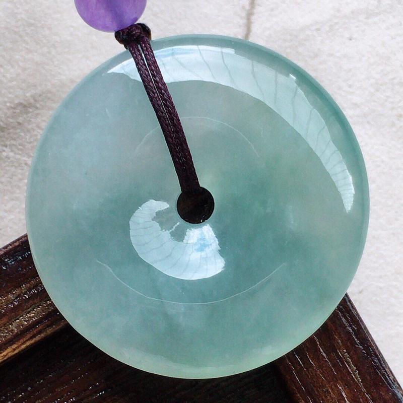 缅甸翡翠平安扣吊坠(顶珠为装饰珠),自然光实拍,玉质莹润,佩戴佳品,尺寸:30.8*5.8 mm,重