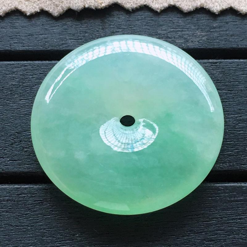 平安扣,自然光实拍,缅甸a货翡翠,甜绿平安扣,种好通透,颜色甜美,清新脱俗,莹润细腻,品质高档
