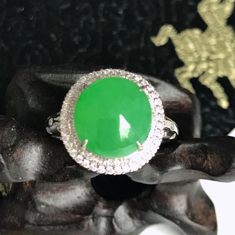 缅甸翡翠老坑A货镶嵌18k金伴钻满绿福气戒指,裸石尺寸10.3-9.9-3.8mm,指圈17.2mm