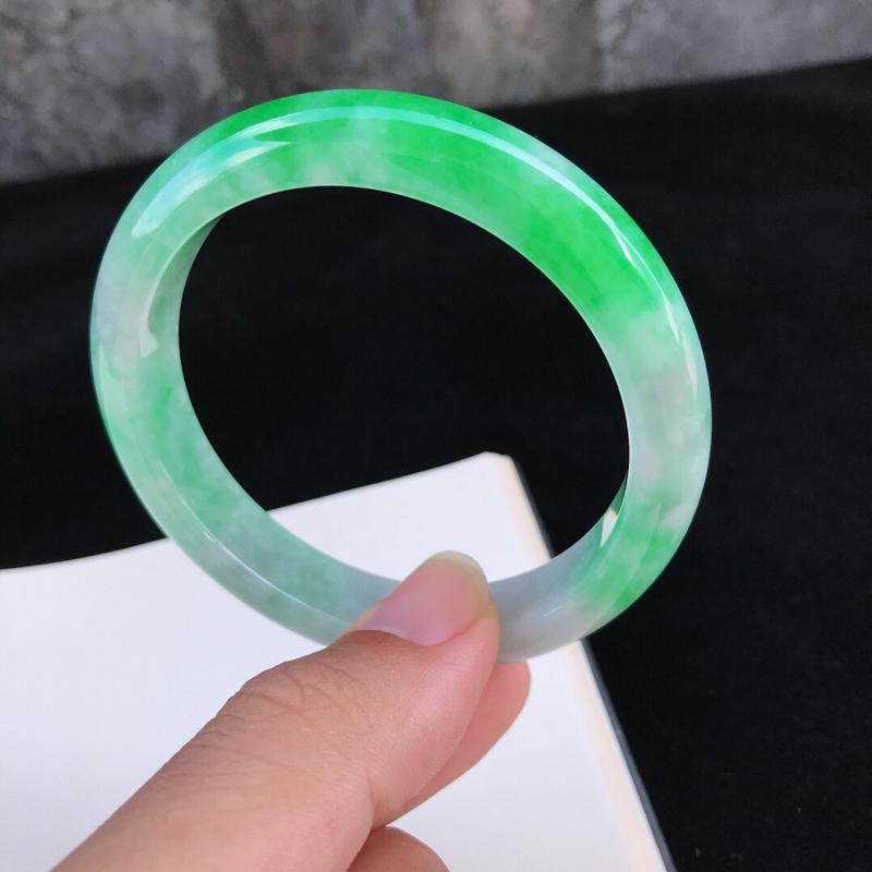 圈口:57.5mm天然翡翠A货糯种水润飘阳绿正圈手镯,有细纹,尺寸57.5-12-7.9mm,