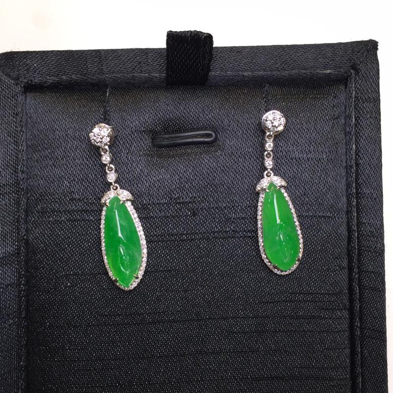 一对阳绿耳坠,底庄细腻,18K金南非真钻镶嵌,性价比高,推荐,尺寸31.5*8.5*6.2/16.8