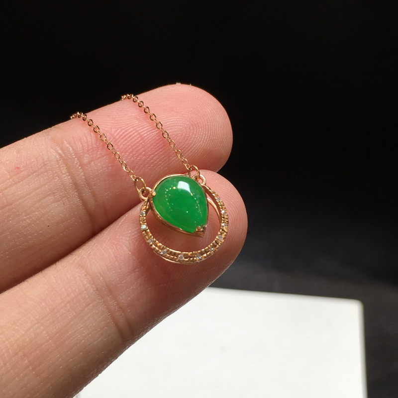 阳绿项链,底庄细腻,18K金南非真钻镶嵌,性价比高,推荐,尺寸11.6*10.7*5.3/8.5*6