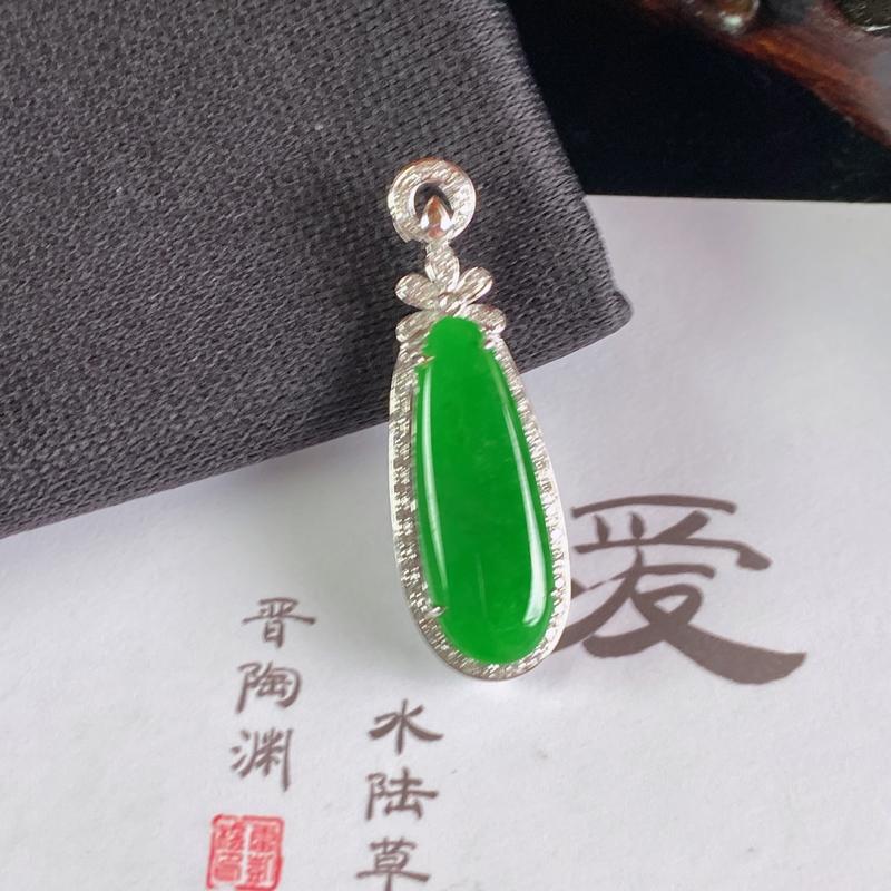 A货翡翠-种好阳绿18K金伴钻福瓜吊坠,尺寸-裸石21.2*8.1*3mm整体32.6*10.6*6