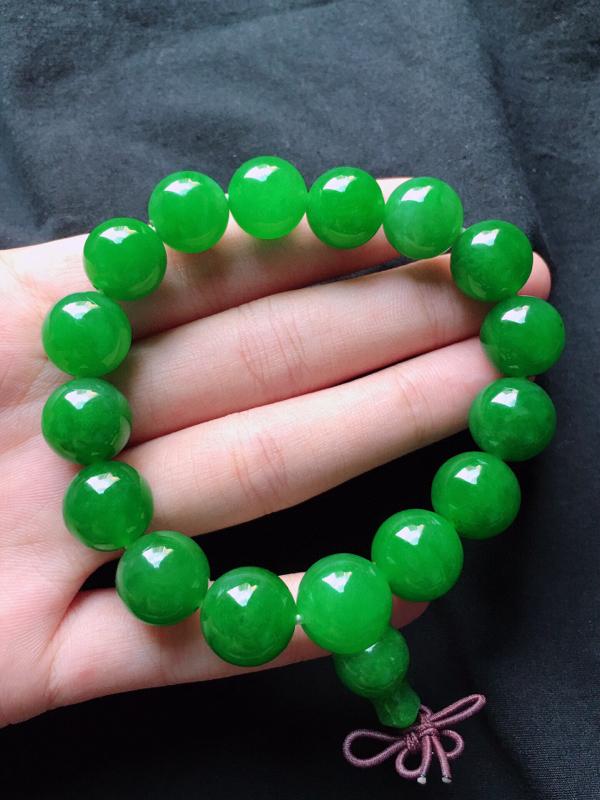 缅甸翡翠收藏级满绿圆珠手串,自然光实拍,玉质莹润,佩戴佳品,单颗尺寸:13.2mm,重55.44克