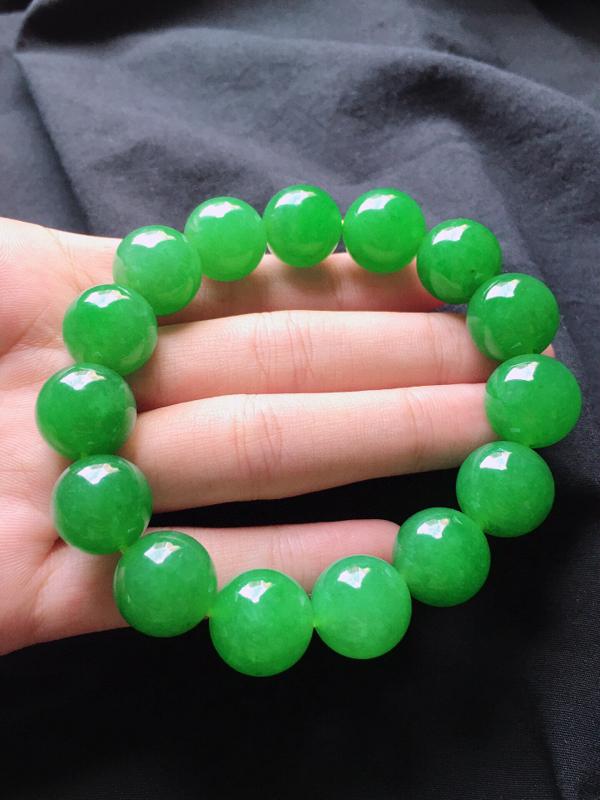 缅甸翡翠收藏级满绿圆珠手串,自然光实拍,玉质莹润,佩戴佳品,单颗尺寸:13.7mm,重74.57克