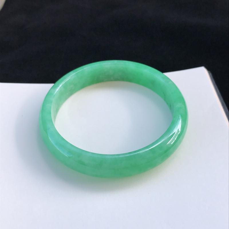圈口:55mm天然翡翠A货糯种水润浅绿正圈手镯,尺寸55-11.8-6.5mm,底子细腻,种水好,底