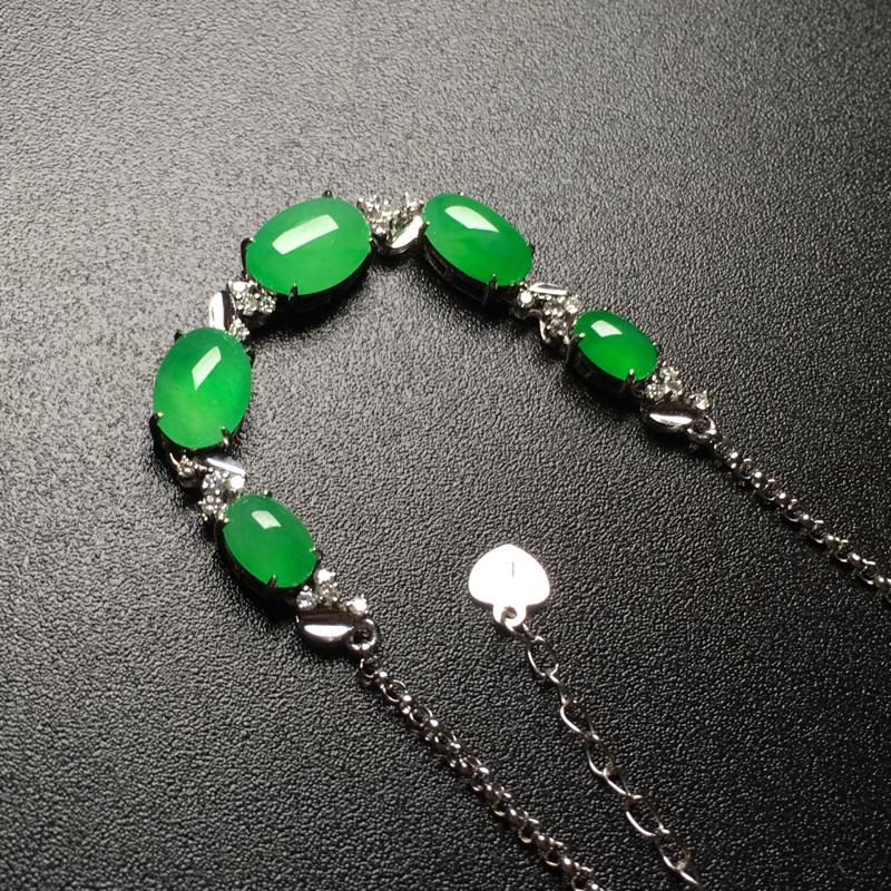 冰阳绿蛋面翡翠手链,色泽鲜艳,水润通透,饱满圆润,佩戴仙美,裸石尺寸:9*6.1*3整体尺寸:59.