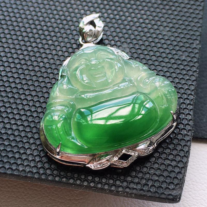 冰糯种18K金伴钻绿色佛公吊坠。 缅甸天然翡翠A货. 品相好,料子细腻,雕工精美。 尺寸:25.5*
