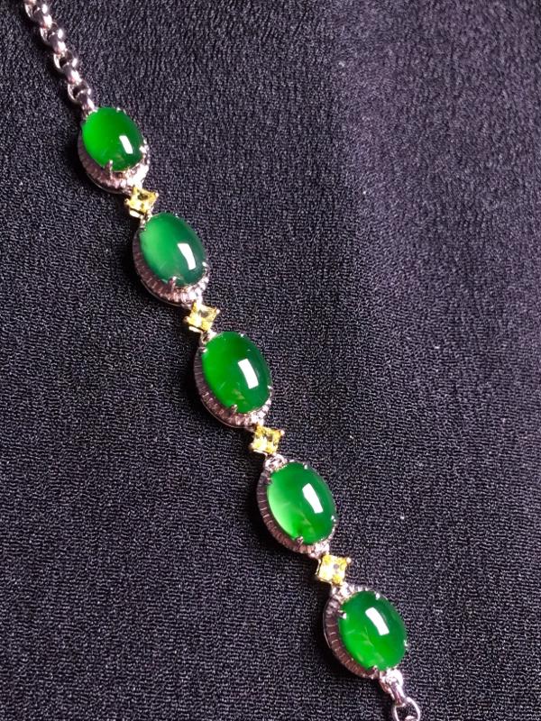 满绿蛋面手链,18k金钻石镶嵌,种水超好,玉质细腻。**