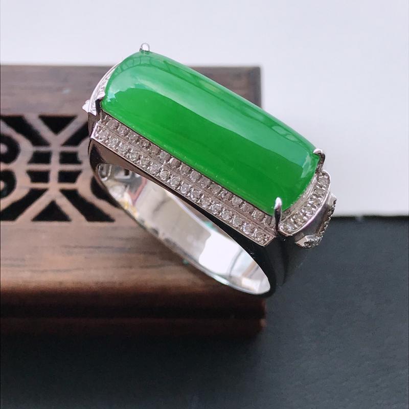 天然翡翠A货18K金镶嵌伴钻糯化种满绿精美马鞍戒指,内径尺寸20.2mm,裸石尺寸7-19.2-3.